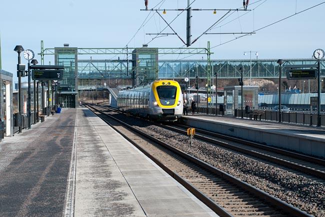 Avgående tåg i riktning Göteborg.